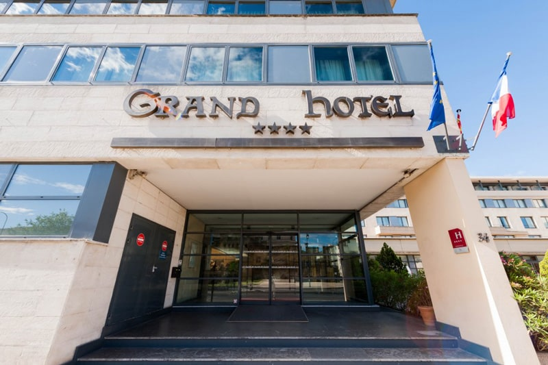 hotel facade est avignon grand hotel