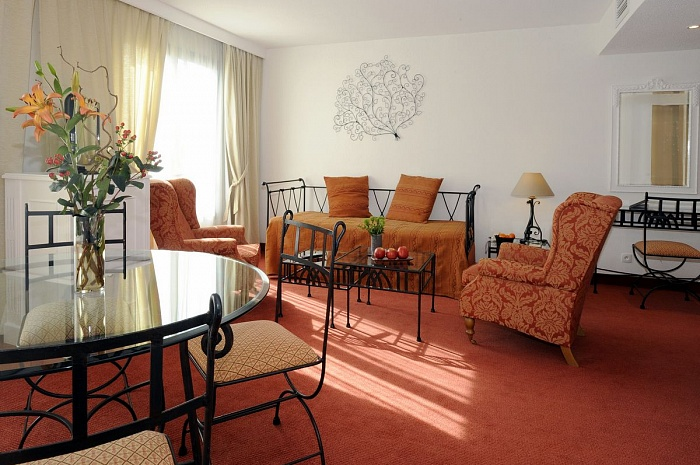 2 bedroom family suite - family hotel Avignon centre station