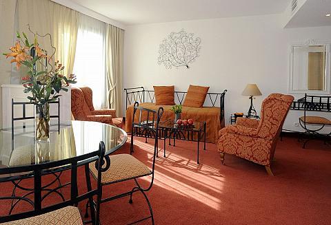 2 bedroom family suite - family hotel Avignon centre station
