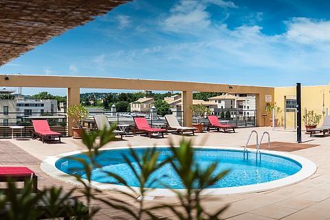Piscine & Solarium Avignon Grand Hotel