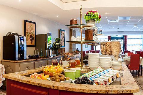Buffet breakfast in Avignon grand hotel